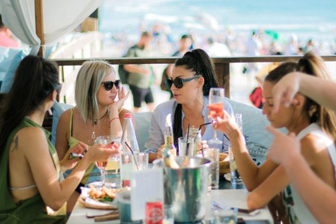 ארוחה מול נוף הים- וילה מארה